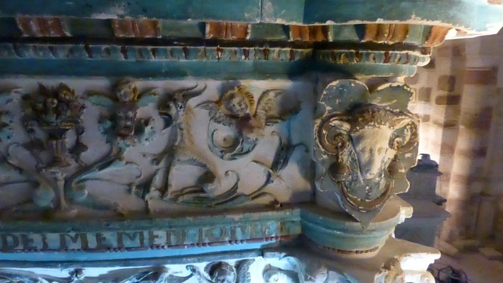 Restauration du maître autel et des deux autels latéraux, église de Saint Christophe-en-Champagne, sous la direction de Marie Gouret. Site classé MH